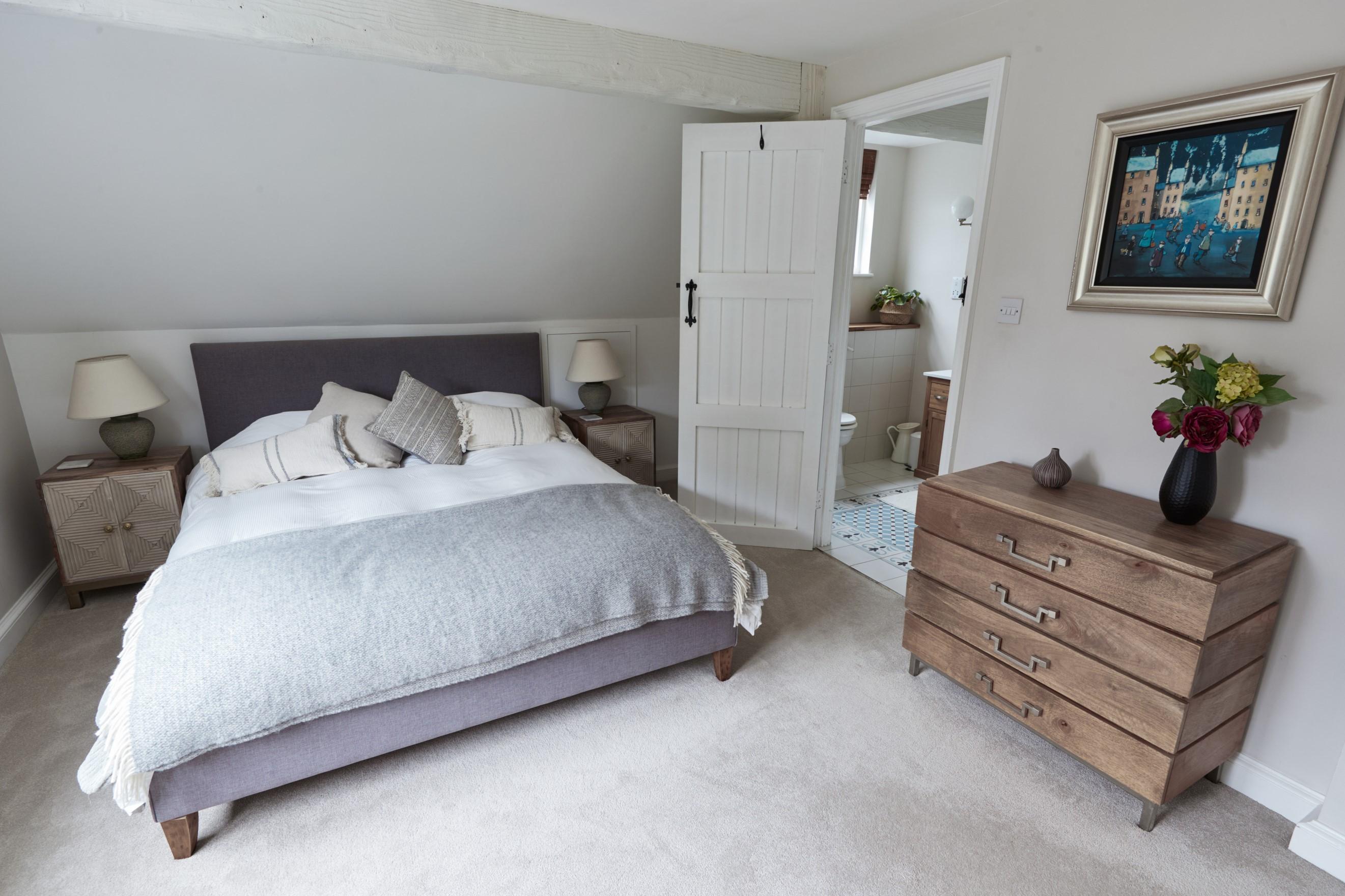 Guest room 1 ML.jpg