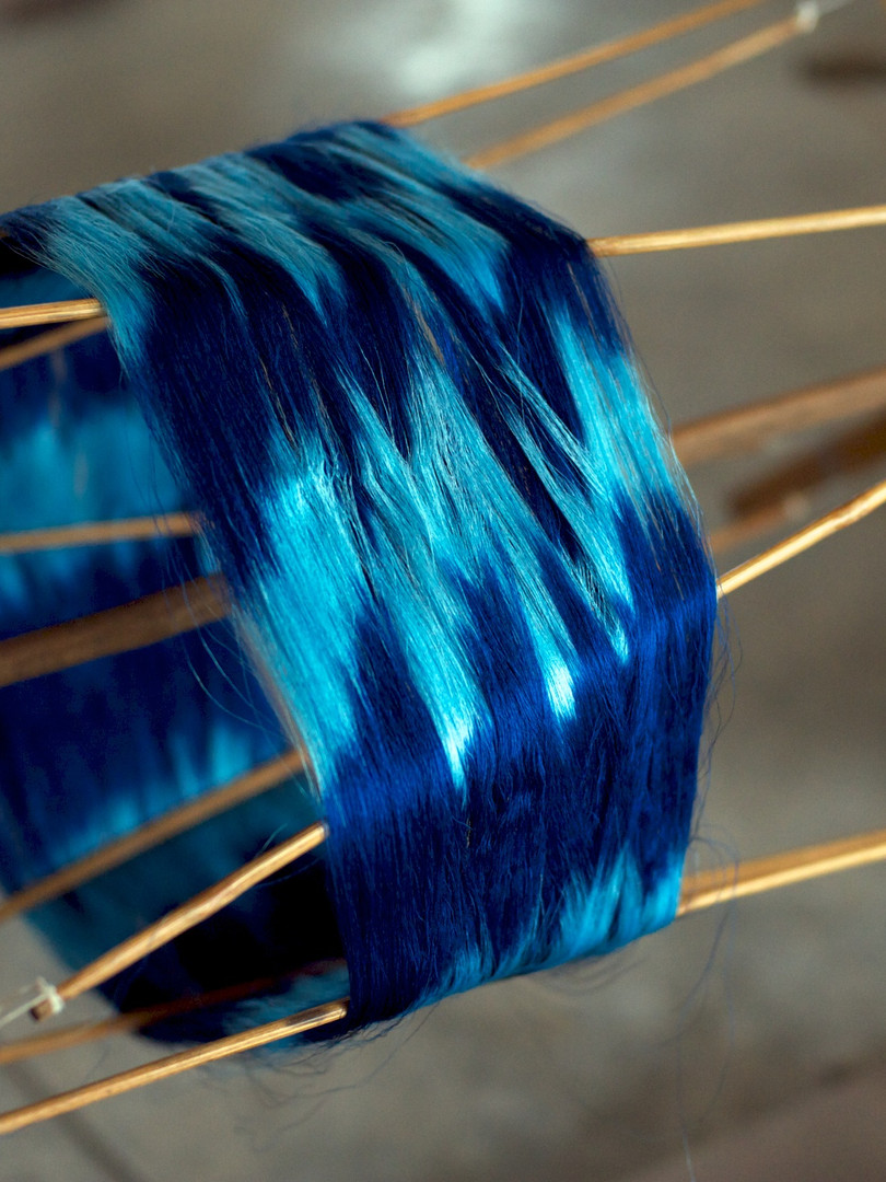 Reeling ikat yarns in indigo
