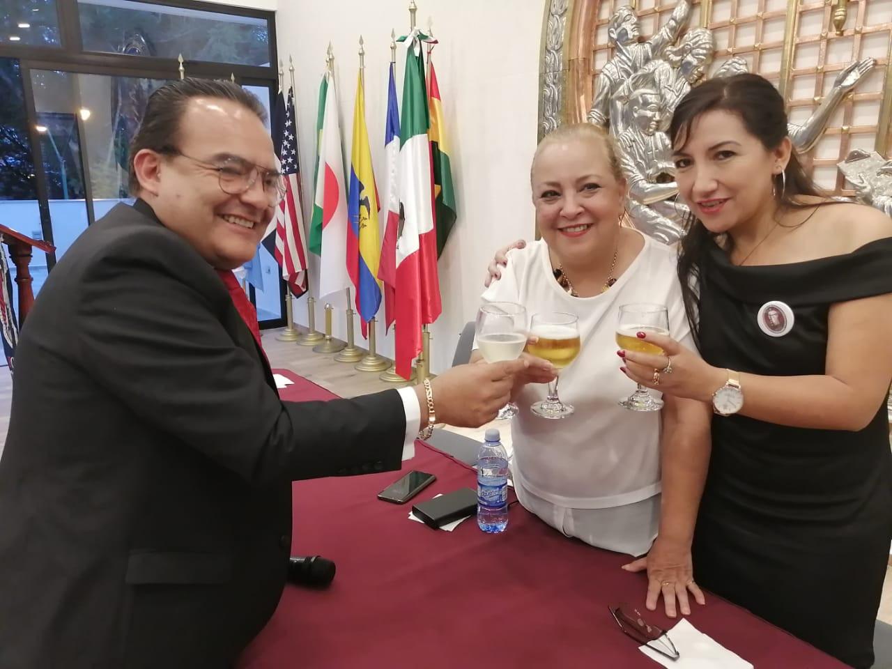 Dr. Luis René Arias Villarroel, Arq. Concepción y Lic. Sandra Arias