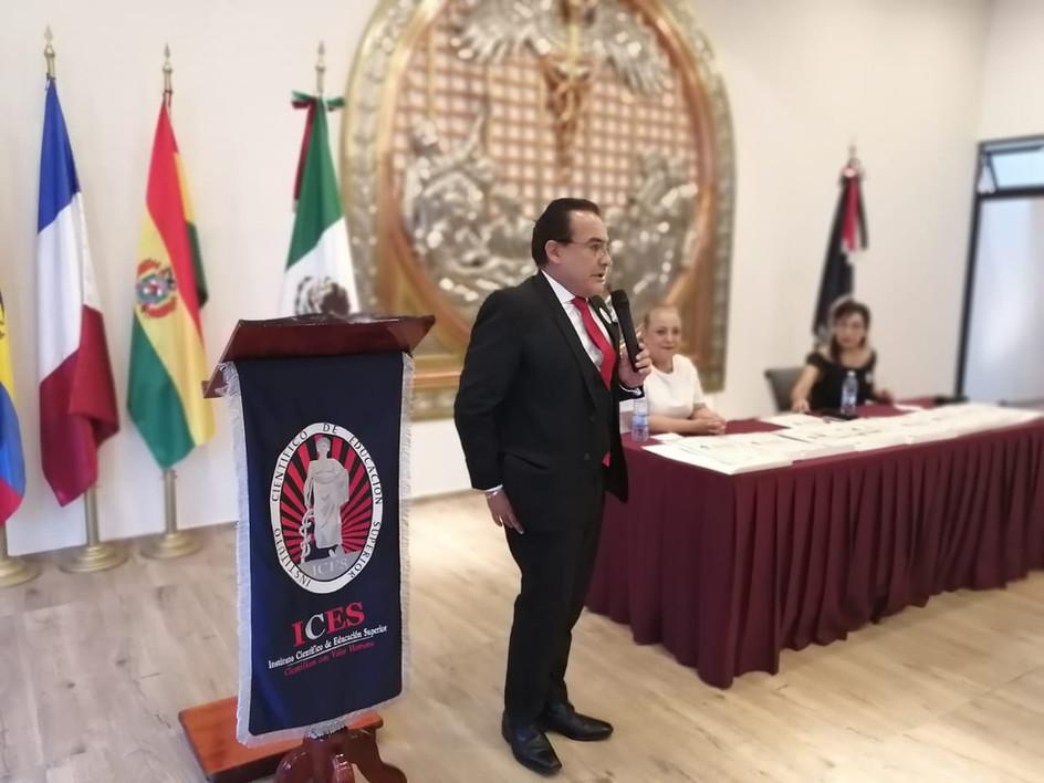 Dr. Luis René Arias Villarroel