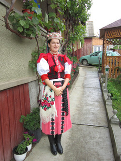 Kalotaszegi pártás lány