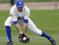 baseball-player-582368_1920_edited.jpg