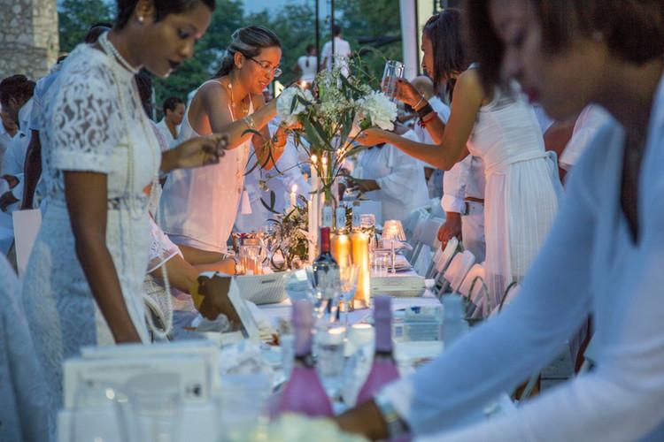 Diner-en-Blanc-2017-Haiti-photo-Vladjimi