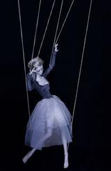femme marionnette.jpg