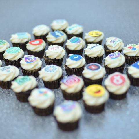 minicupcakes med logo