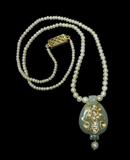 Late 19 to early 20th century Mughal Khotan light green jade earring