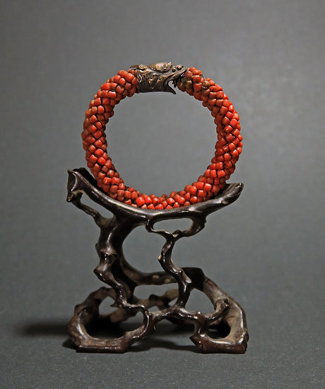 1850-80s Chinese Qing dynasty coral and gilt siver bangle on a wooden root stand
