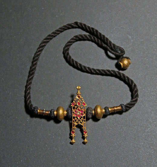 Early 20th centary South Indian tali pendant with inset spinels