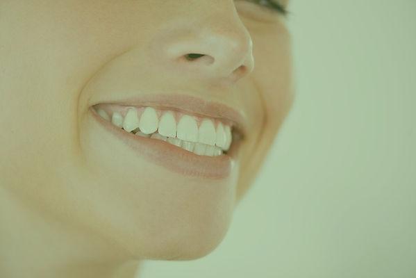 stralend witte glimlach