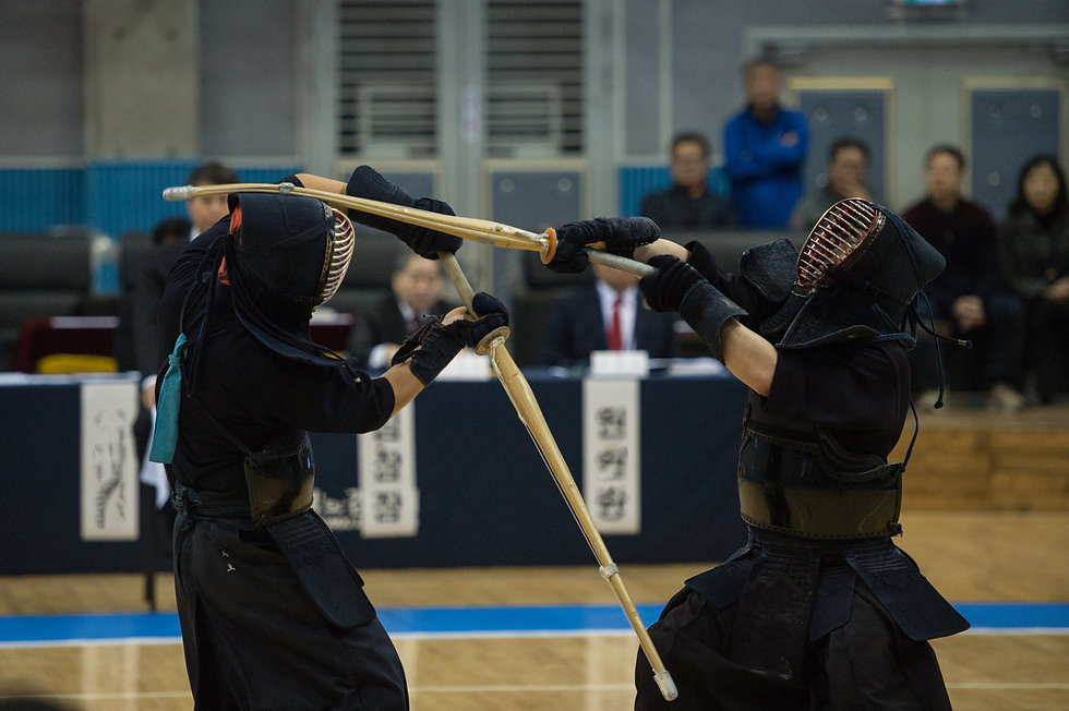 Kendo players to the game.jpg