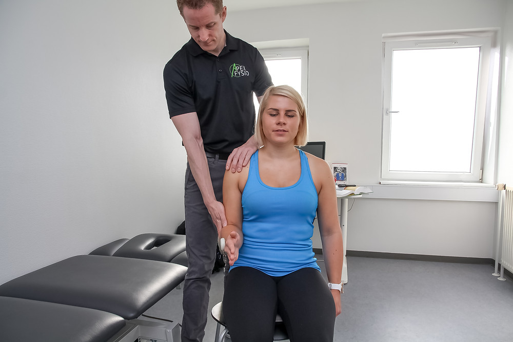 Physiotherapy treatment, using digital goniometer