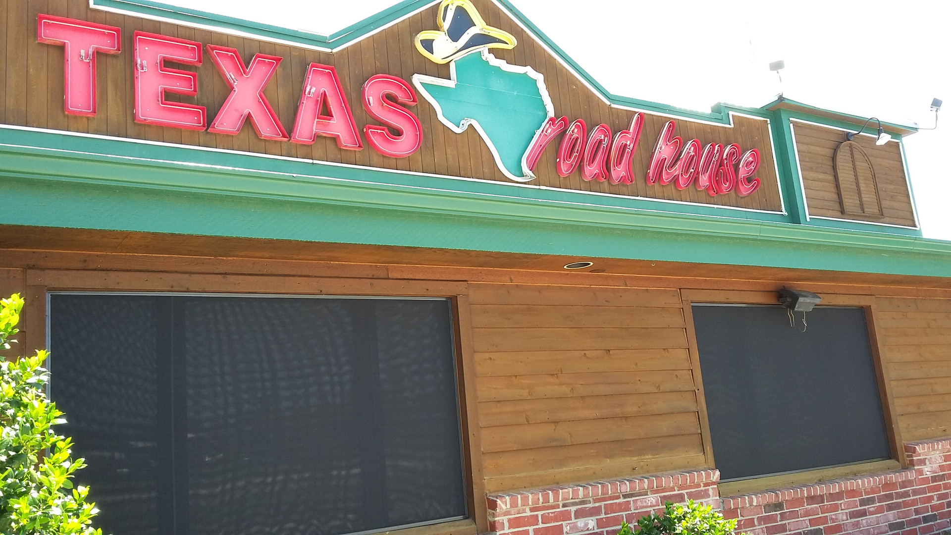 Round Rock TX restaurant being shaded by my solar screens for Windows.
