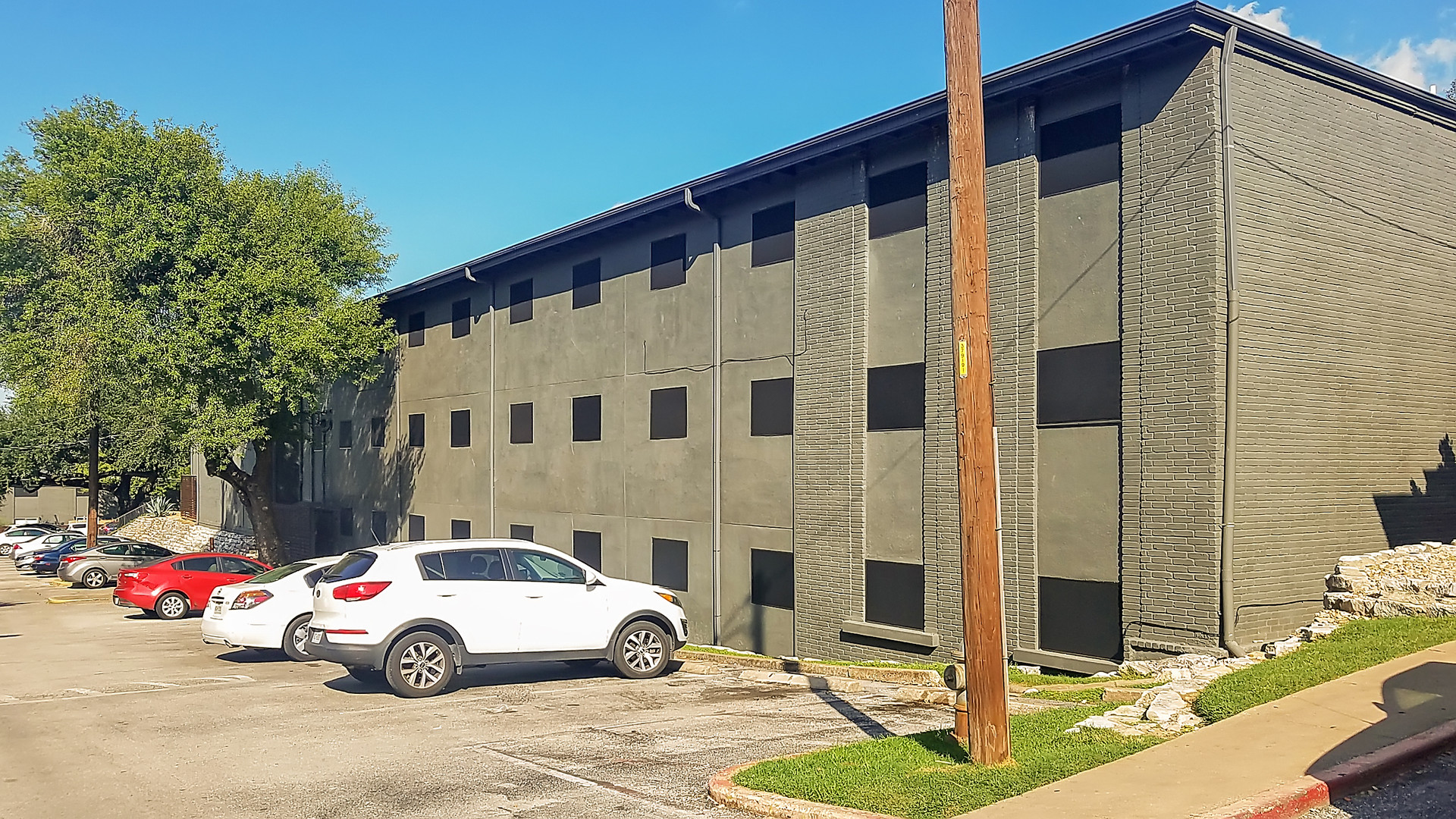 New Braunsfels Texas Apartment solar screens.