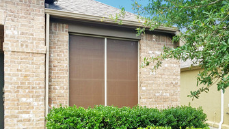 Mocha 80% w/ Champagne frame is such a beautiful color combination for the solar screens.