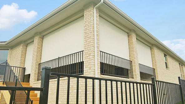 Beige White color Austin Texas outdoor patio blinds.
