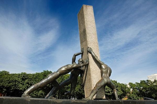 monumento-das-tres-racas-praca-civica-goiania-goias