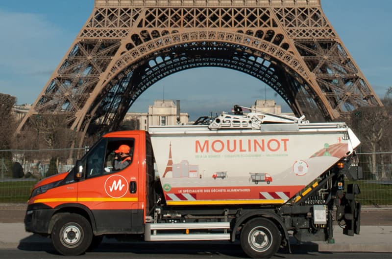 Camion écologique alimenté au bioGNV de l'entreprise Moulinot pour la collecte des biodéchets à Paris.