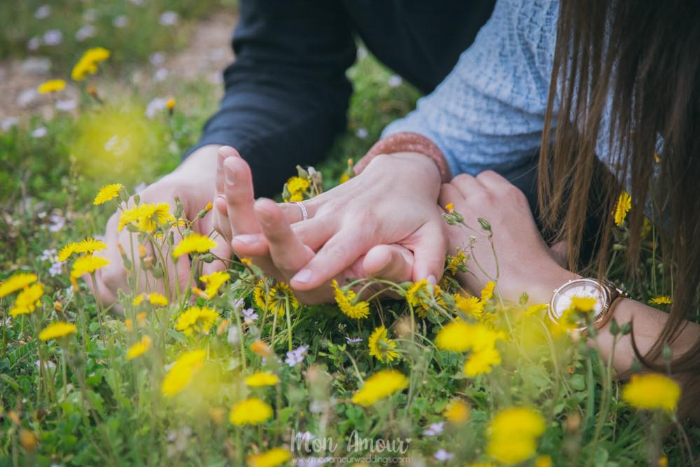Manos y anillo de prometida - Fotografía de bodas en Barcelona - Mon Amour wedding photography