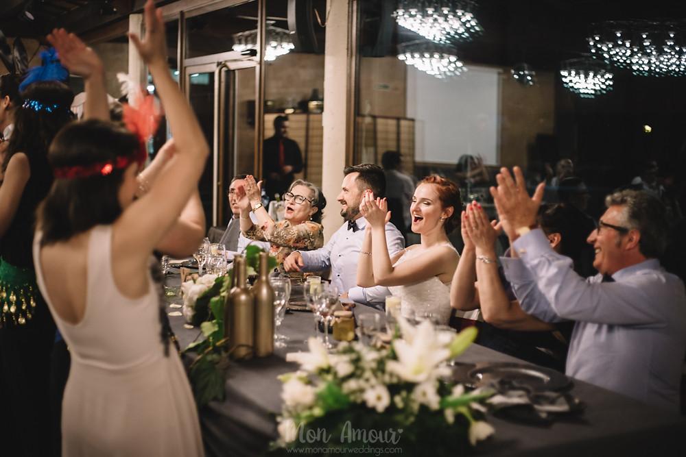 Boda en la Porxada de Can Sidro, vestido de CosmoBella en l'Art Nupcial, Castelldefels, zapatos Manolo Blahnik, fotografía natural de bodas en Barcelona - Mon Amour Wedding Photography