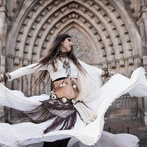 Cosmos Daughter ♥ Bailando solas por el barrio gótico de Barcelona