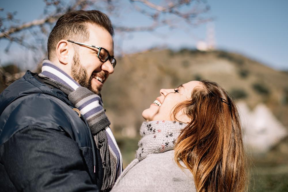 Preboda en invierno en els Jardins Cervantes, fotografía natural de bodas en Barcelona - Mon Amour Wedding Photography by Mònica Vidal