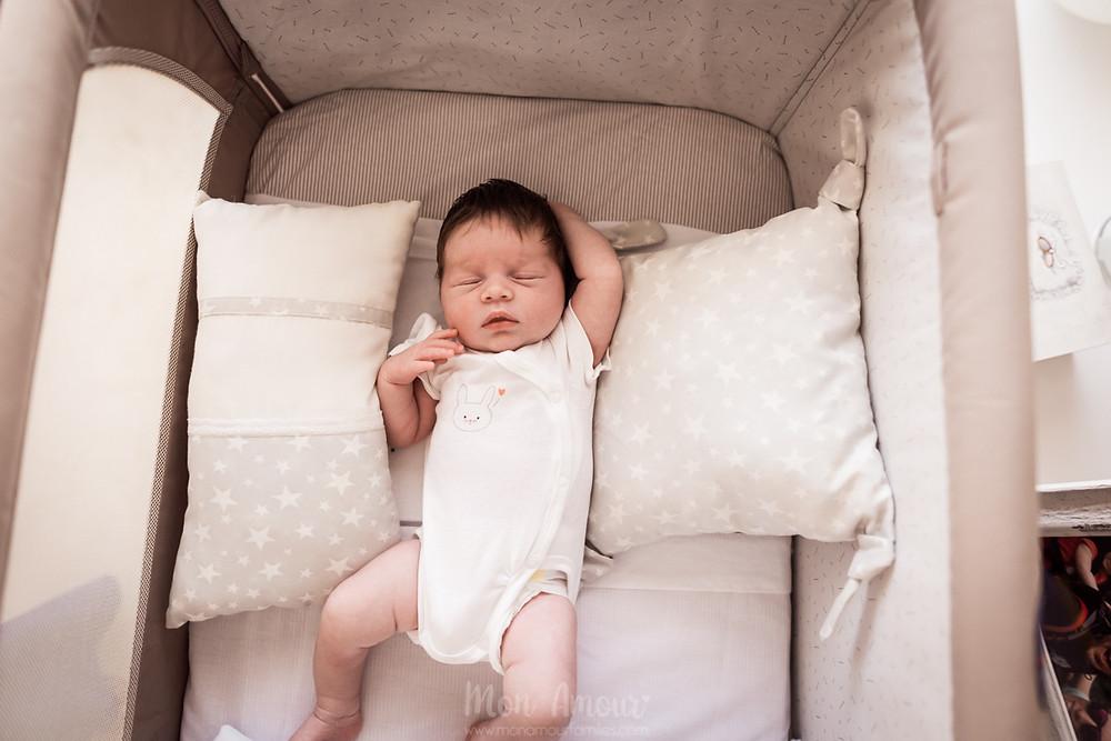 Sesión welcome baby, reportaje recién nacido a domicilio, fotografía natural de familias y bebés en Barcelona - Mon Amour Family Photography by Mònica Vidal