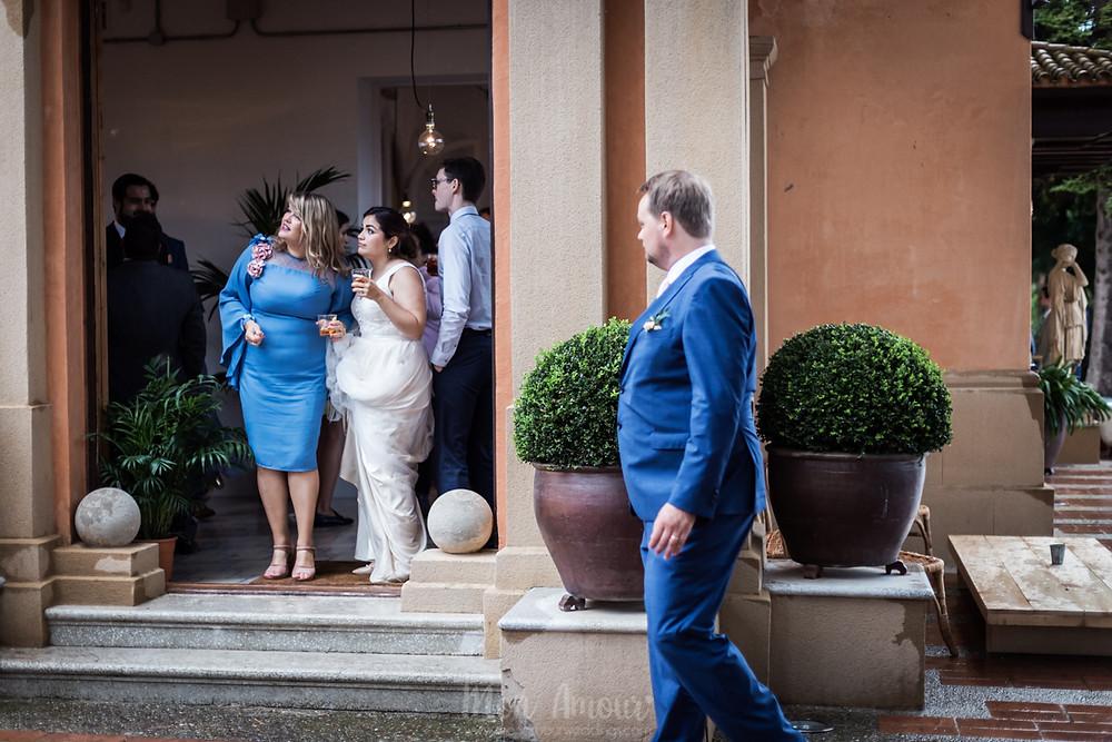 Boda lluviosa en Mataró i Ca l'Iborra con 21 de marzo. Vestido de novia de Catherine Deane, fotografía natural de bodas en Barcelona - Mon Amour Wedding Photography by Mònica Vidal