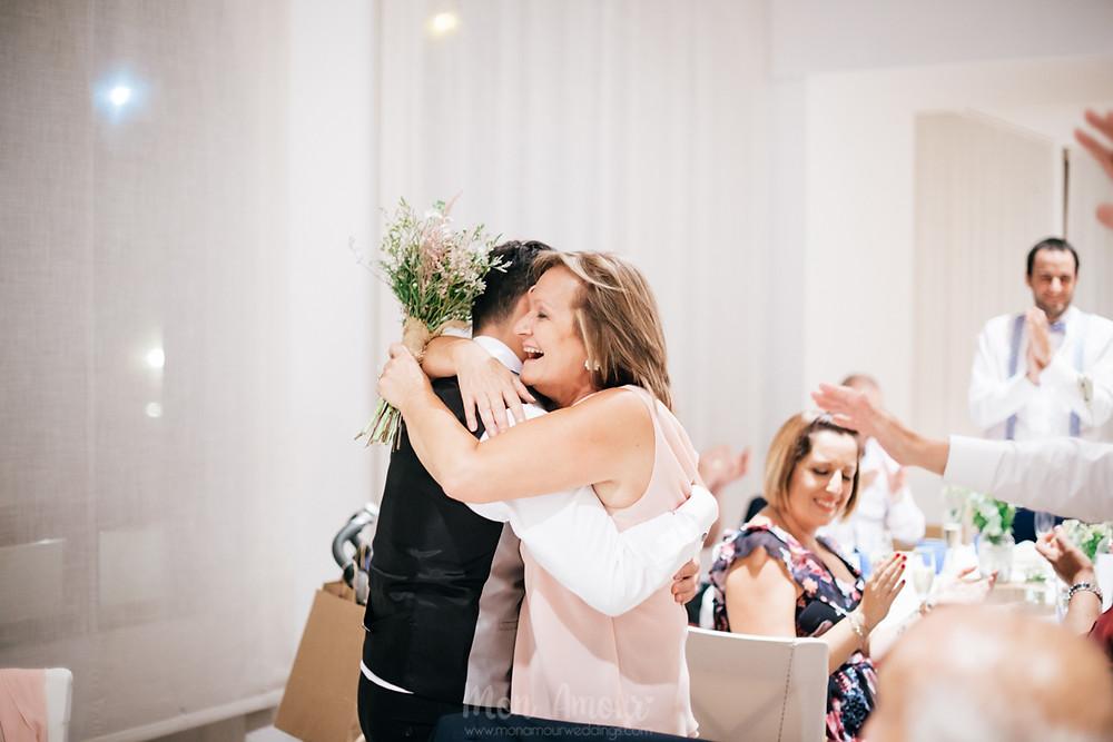 Boda en Santa Helena, vestido de novia de Pronovias, maquillaje y peluquería de Esther Rivero, fotografía natural de bodas en Barcelona - Mon Amour Wedding Photography by Mònica Vidal