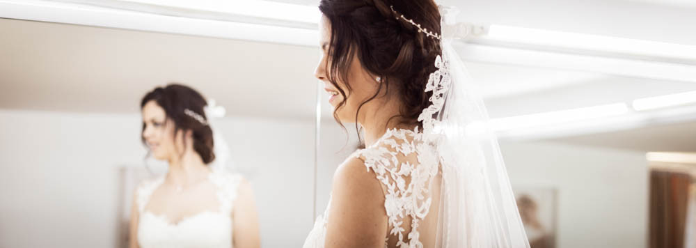 Bride's Look, reportaje prueba vestido de novia, sesión de fotos en la modista. Fotografía natural de bodas en Barcelona, Mon Amour Wedding Photography by Mònica Vidal
