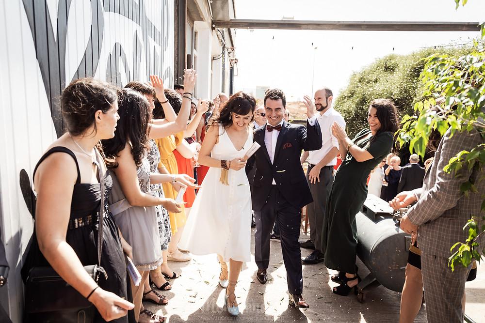 Boda urbana e informal en la Nau Bostik, catering l'Empordà, vestido de novia de Ze García, flores de MayFlower, estilismo de Wit Salon, fotografía natural de bodas en Barcelona - Mon Amour Wedding Photography by Mònica Vidal