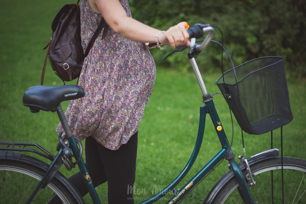 Reportaje embarazo en el bosque, Fotografía natural de familias en Barcelona, Mon Amour Family Photography