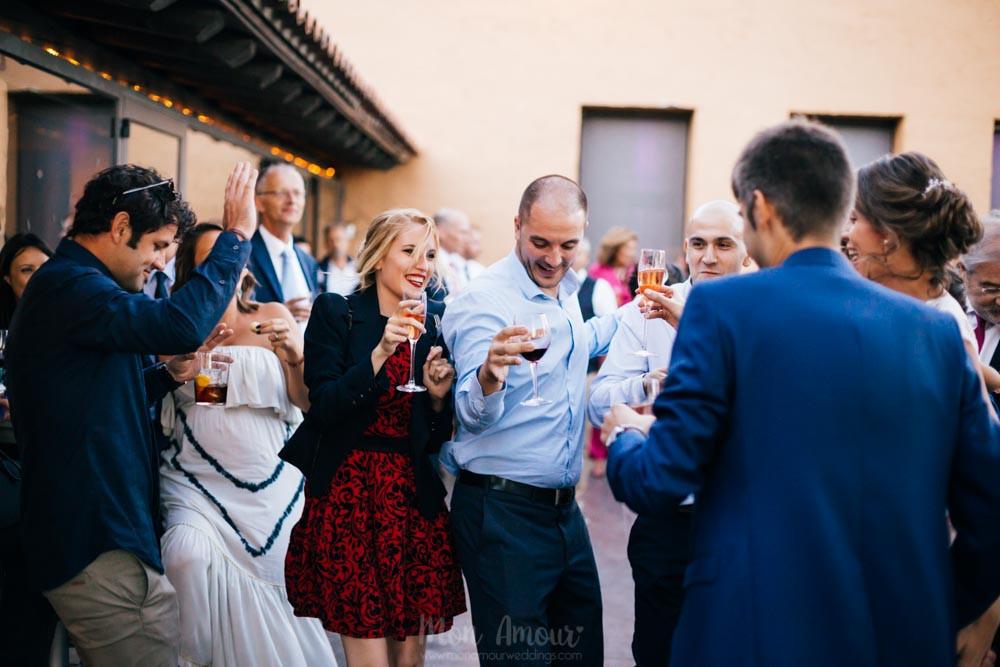 Boda de verano al aire libre cen Ca n'Alzina con Espai Gastronomia, vestido de novia de Raimon Bundó, maquillaje de What Image, fotografía natural de bodas en Barcelona - Mon Amour Wedding Photography by Mònica Vidal