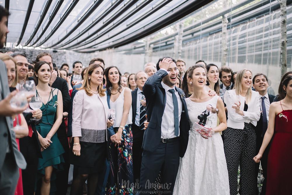 Boda de primavera en Mas les Cols, Olot. Vestido de novia de Aire Barcelona, fotografía natural de bodas en Barcelona - Mon Amour Wedding Photography