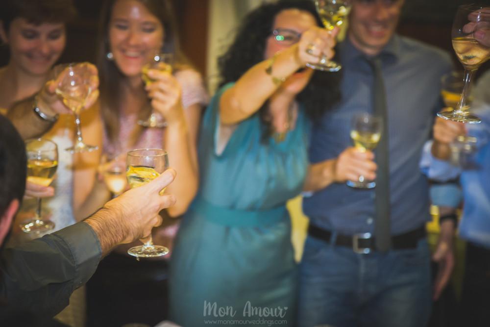 Boda en Vespa por Barcelona - Fotografía de natural de bodas en Barcelona, Mon Amour Wedding Photography