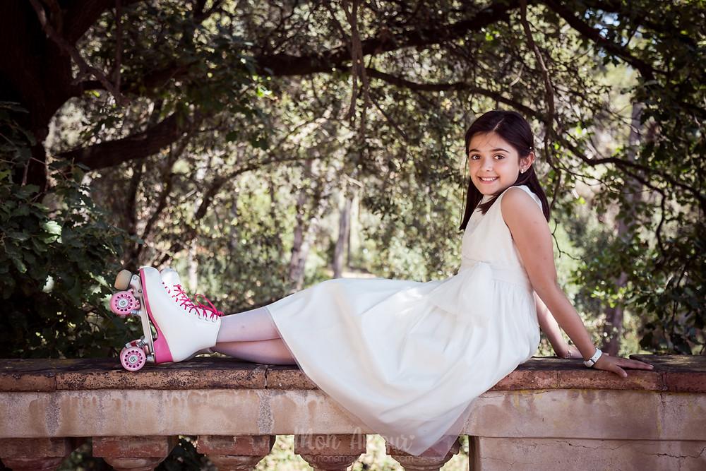 Reportaje comunión Barcelona - niña patinadora - Fotografía natural de familias y niños, Mon Amour Family Photography by Mònica Vidal