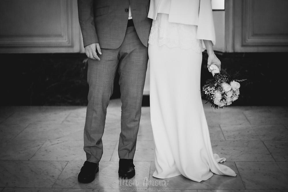 Boda civil, ceremonia en la notaría. Vestido de novia de Etxart & Panno, organización de Bodas Bedalia, tocado de Entre Cuentas y Dedales, fotografía natural de bodas en Barcelona - Mon Amour Wedding Photography by Mònica Vidal