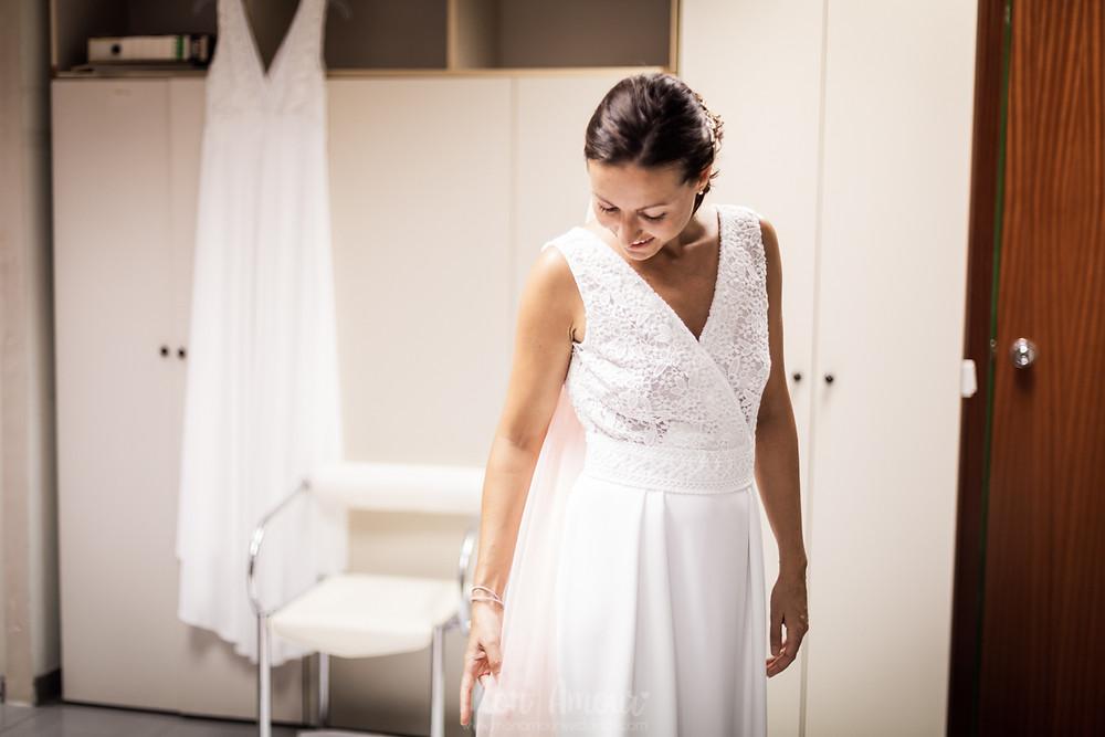 Bride's Look, reportaje prueba de vestido de novia hecho a medida, zapatos de Flor de Asoka, tocado de Sister's Tocados, fotografía natural de bodas en Barcelona - Mon Amour Wedding Photograhy by Mònica Vidal