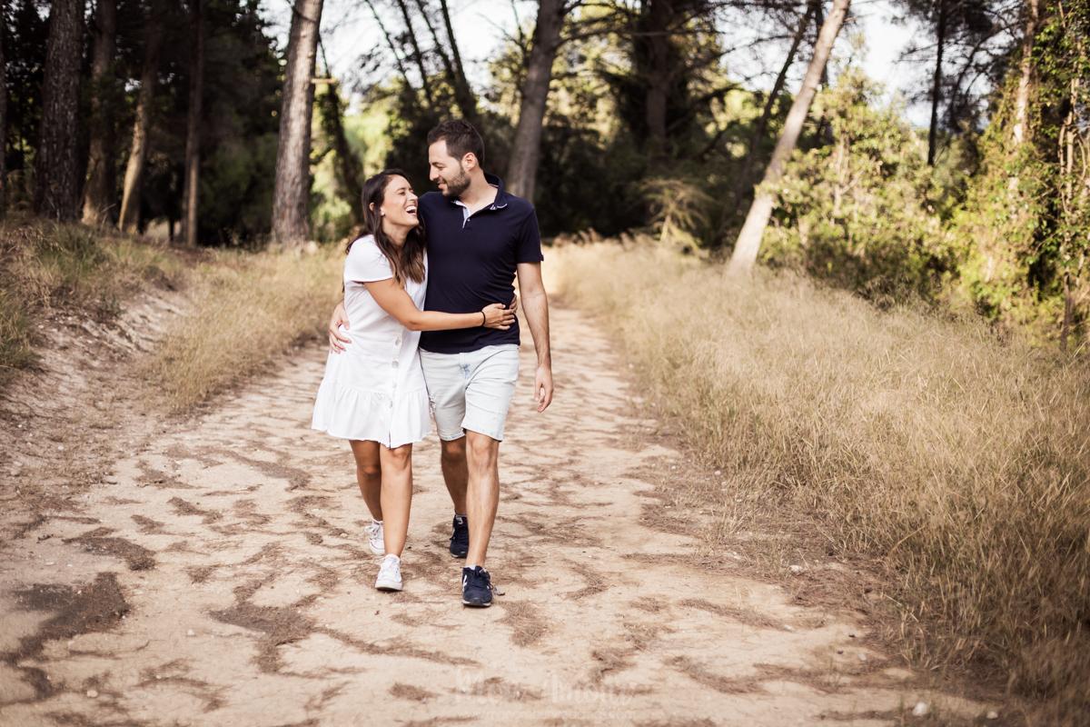 Preboda en el bosque en un atardecer de verano, fotografía natural de bodas en Barcelona - Mon Amur Wedding Photography by Mònica Vidal