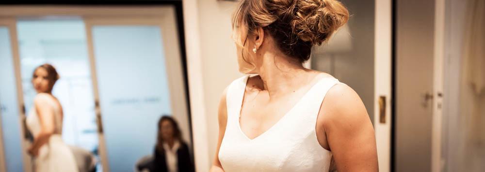 Bride's Look, prueba de vestido de novia en el atelier de Jordi Anguera, fotografía natural de bodas en Barcelona - Mon Amour Wedding Photography by Mònica Vidal