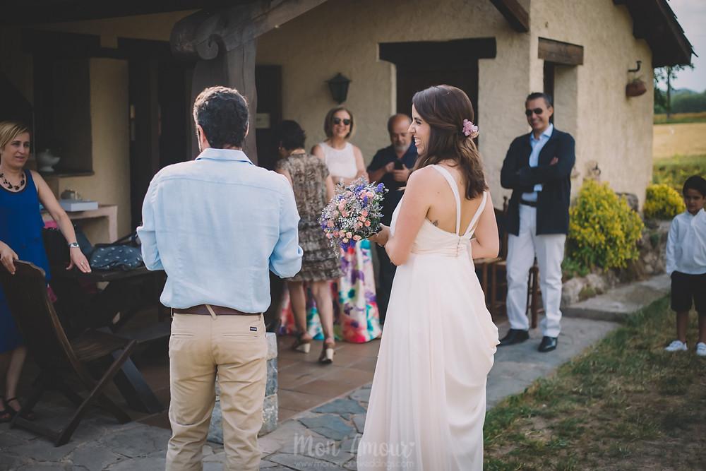 Boda de verano en Vinyes Grosses, ramo de Garden Arenas  - Fotografía de bodas natural en Barcelona - Mon Amour Wedding Photography