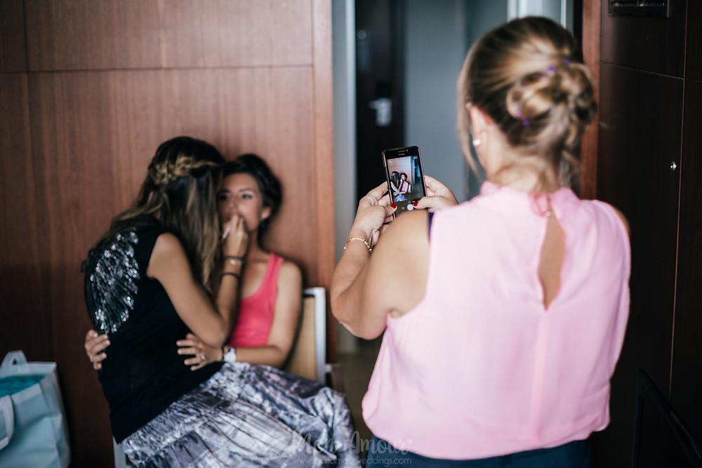 Boda en Le Meridien Ra, ceremonia en la playa al atardecer, vestido de novia de Luna Novias, fotografía natural de boda en Barcelona - Mon Amour Wedding Photography by Mònica Vidal