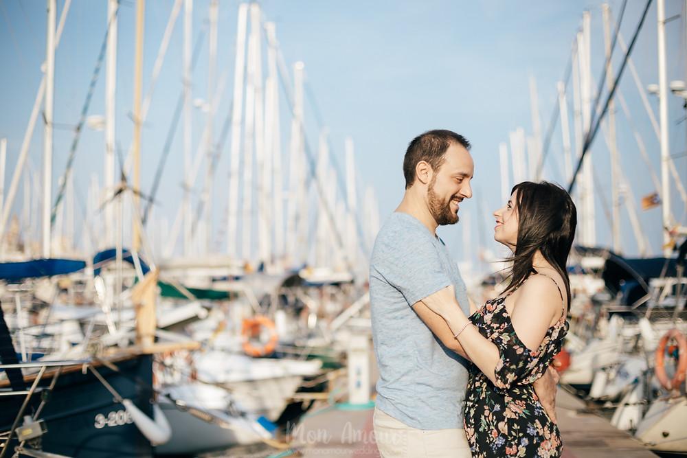Preboda en el Puerto del Masnou, sesión de fotos junto al mar, fotografía natural de bodas en Barcelona - Mon Amour Wedding Photography by Mònica Vidal