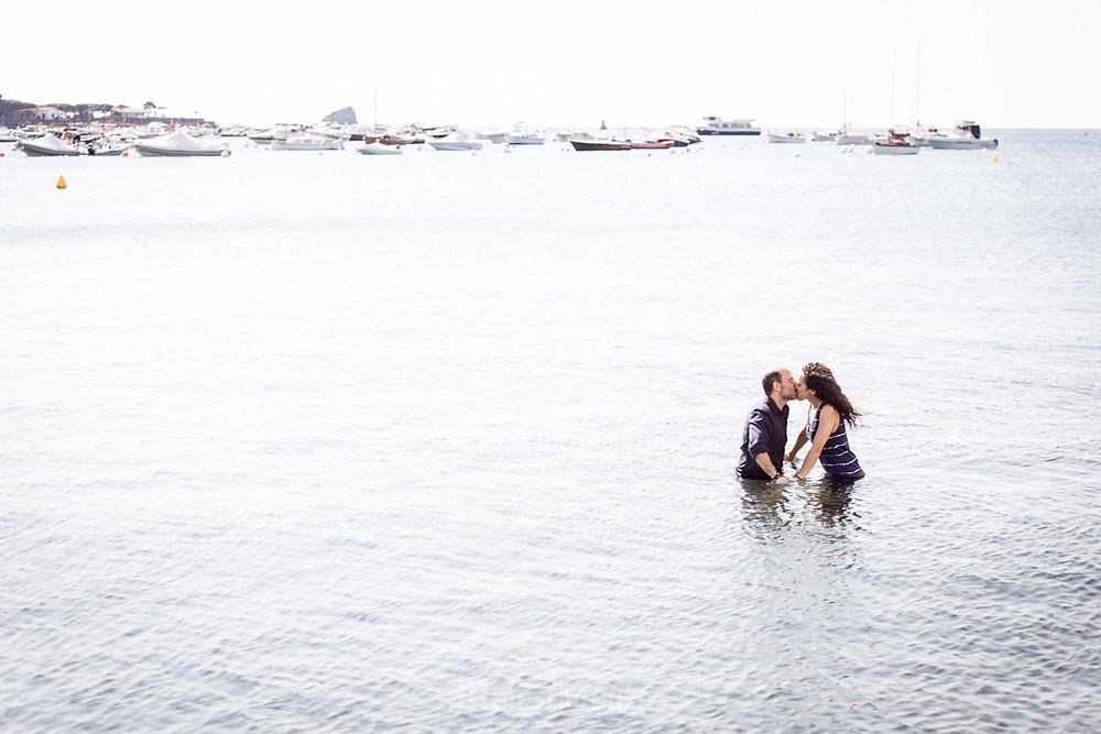 Elopement, boda íntima en Cadaqués, fotografía natural de bodas en Barcelona y Girona, Mon Amour Wedding Photography by Mònica Vidal
