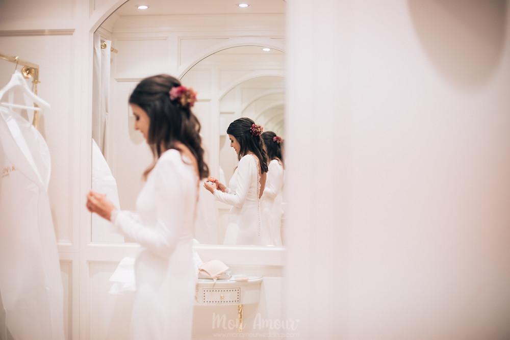 Bride's Look, reportaje de prueba de vestido de novia en la Flagship de Pronovias de Rambla Catalunya, fotografía de bodas natural en Barcelona - Mon Amour Wedding Photography by Mònica Vidal