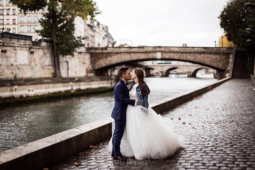 Postboda en Paris, la ciudad del amor, vestido de novia de Rosa Clarà, fotografía natural de bodas en Barcelona - Mon Amour Wedding Photography by Mònica Vidal