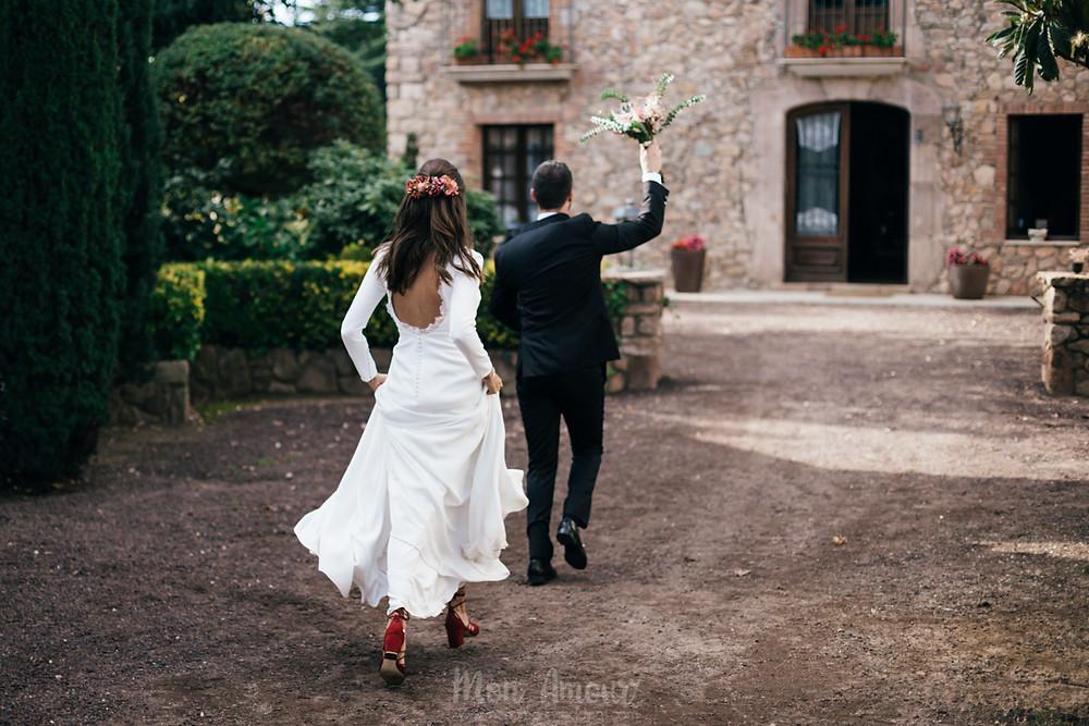 Boda de otoño en Mas Can Ferrer, cátering 21 de Marzo, vestido de Pronovias, Traje de Onix Girona, maquillaje y peluquería de Chiqui Peña, fotografía natural de bodas en Barcelona - Mon Amour Wedding Photography by Mònica Vidal