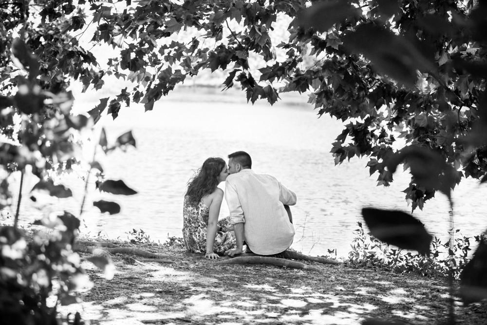Sesión preboda en la Roca del Vallès - Mon Amour wedding photography, fotografía de bodas natural en Barcelona