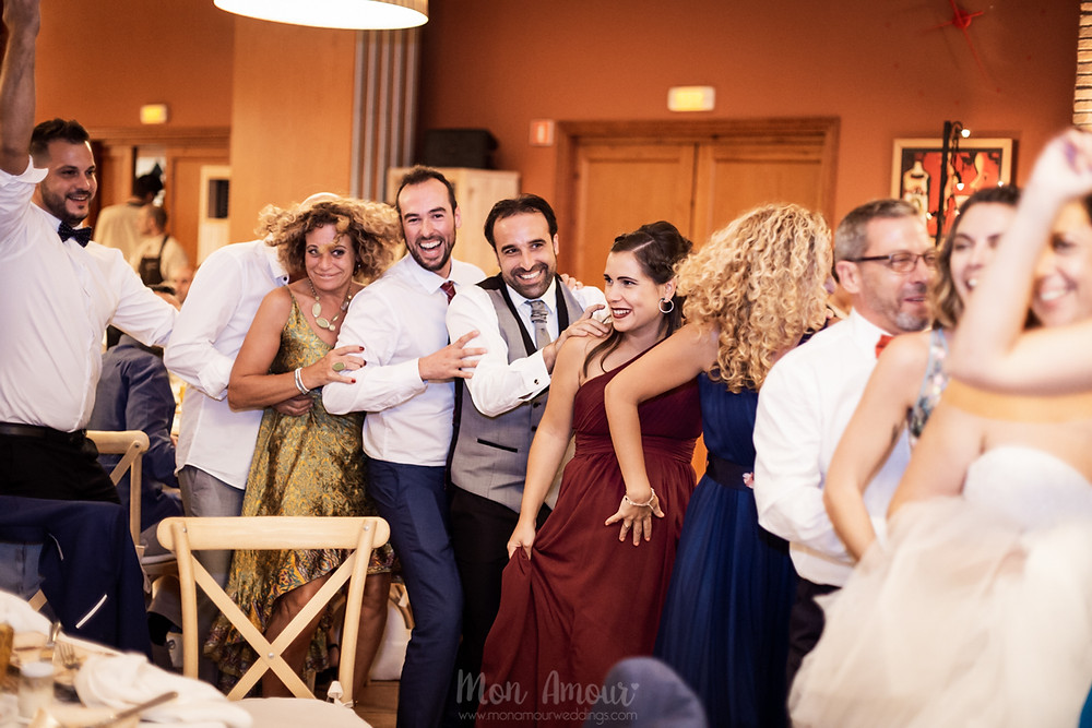 Boda en septiembre en Can Ribas, vestido de novia de Aire Barcelona, tocado de hip & Love, fotografía natural de bodas en Barcelona- Mon Amour Wedding Photography by Mònica Vidal