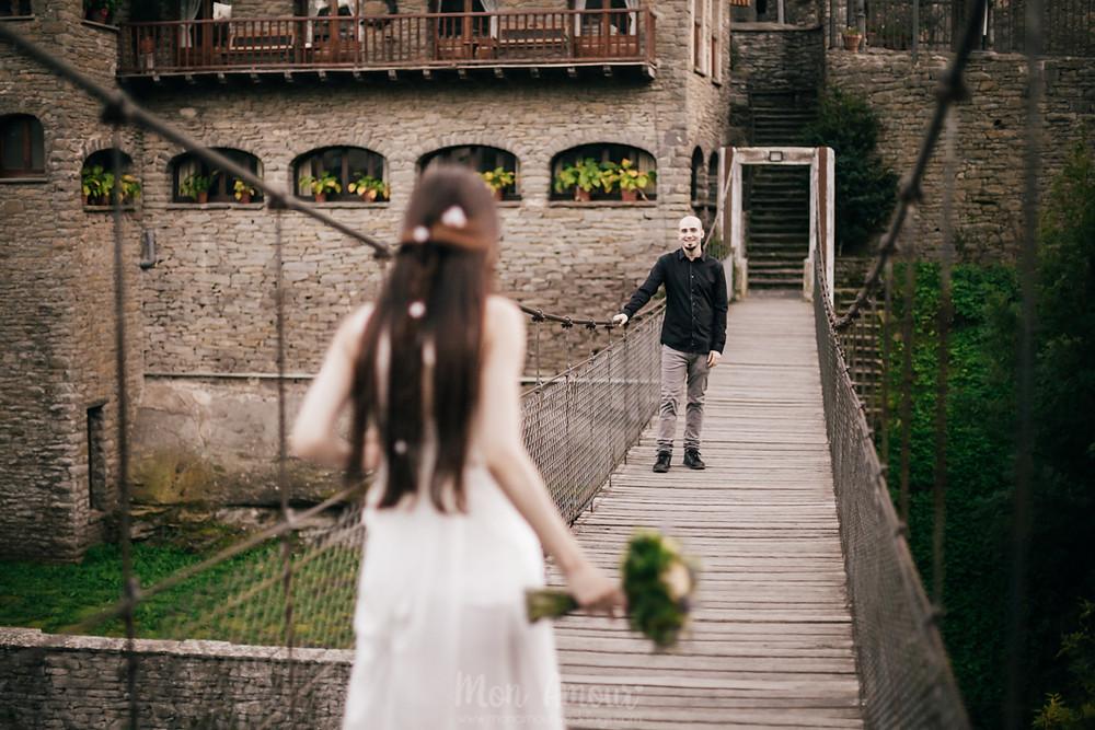 Elopement, boda íntima en el bosque, Rupit. Ramo de novia de Muguet Florista, fotografía natural de bodas en Barcelona - Mon Amour Wedding Photography by Mònica Vidal