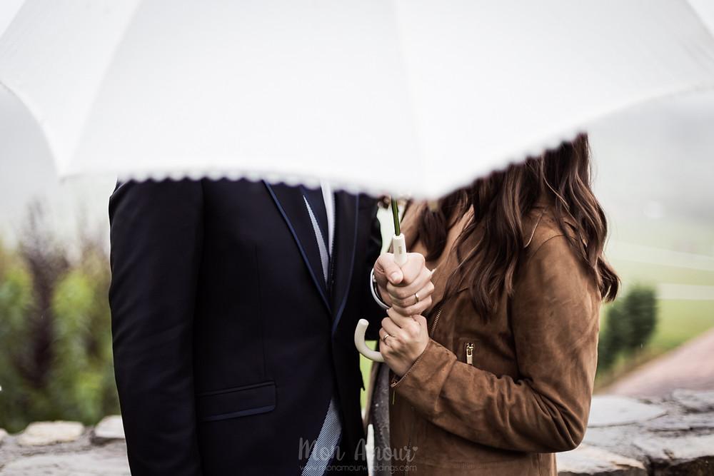 Boda lluviosa de otoño en el Mariner de Sant Pau de Segúries, decoración y flores de Blanc Trencat, Restaurant can Jepet, vestido de novia de Rosa Clarà, zapatos de novia de Flor de Asoka, fotografía natural de bodas en Barcelona -  Mon Amour Wedding Photography by Mònica Vidal